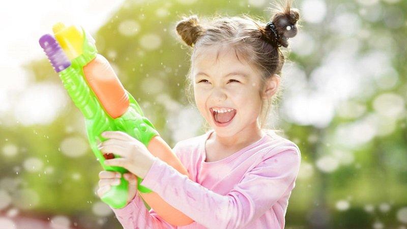 jeux avec des pistolets à eau